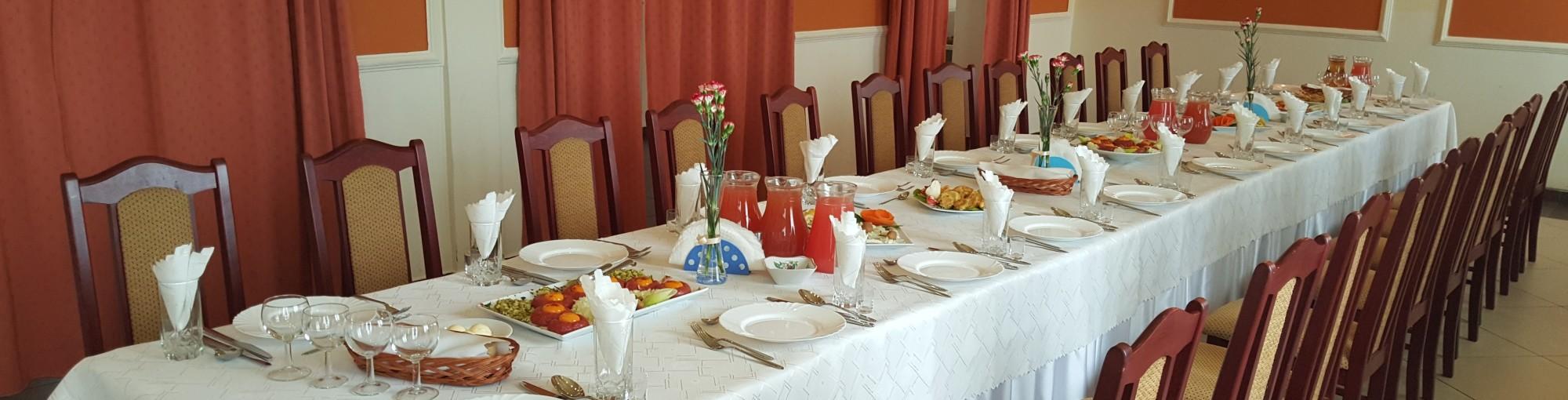 """""""RESTAURACJA SAVANA OPOCZNO"""" – restauracja, sala weselna, pokoje, noclegi, imprezy okolicznościowe"""